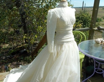 Gorgeous Chiffon and lace wedding dress with sleeves