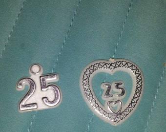 25      25th plastic charms  for favors /capias anniversary birthday