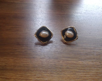 vintage clip on earrings goldtone black white enamel