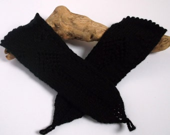 Women's hand knitted wristwarmers / armwarmers / fingerless gloves.Small to medium. Black