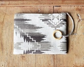 Ikat pouch - Tribal pouch - Cosmetic pouch - Grey - Natural materials - Aztec