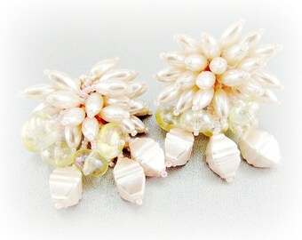 Vintage Big 80s Earrings, Light Pink Beaded Earrings, Pink Pearl Cluster Earrings, Clip-on Earrings, 1980s Retro MOD Statement Jewelry