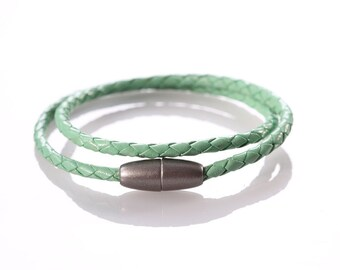"Leather woven Bracelet ""Green Pastell"""