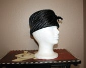 Vintage 1950's ladies black Pill Box style hat
