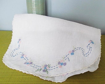 Vintage Embroidered Linen Pink Blue White Floral Oval Cottage Chic Home Decor Table Runner Dresser Scarf