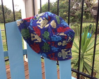 CLEARANCE - LAST ONE! 15% off! Reversible Dinosaurs and Robots Sun Hat (Baby size, up to 45cm)