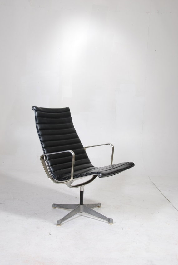 Early Production Eames Aluminum Group Lounge Chair