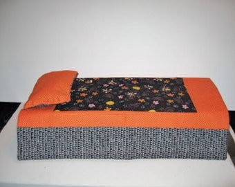 Reversible quilt for 18 inch doll bed