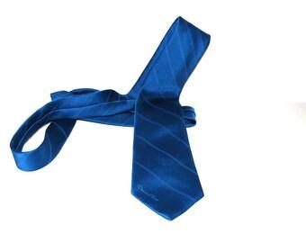 Vintage 80s blue  tie Necktie   by Oscar de La Renta.   Necktie. Mad Men Fashion.  classic design gift