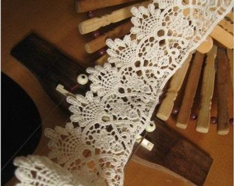 ivory cotton lace trim, antique lace, vintage lace, retro scalloped lace trim, retro floral lace