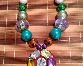 Multi color chunky necklace with pendant