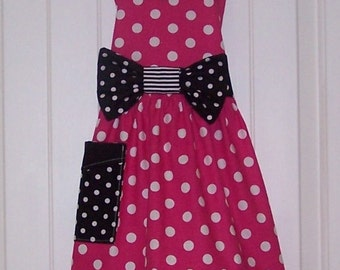 Child size  Legends Minnie Mouse  Apron  Pink and Black