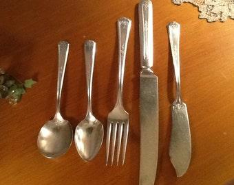 Tudor silver plate, Oneida Community Queen Bess I set of flat ware.