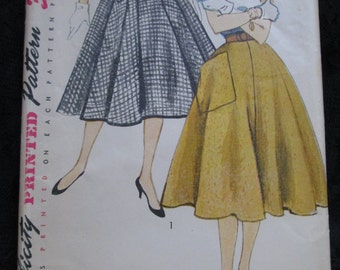 1950's SIMPLICITY PATTERN Ladies Flared Skirts