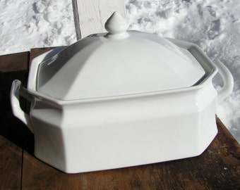 Vintage 80s Baking  Casserole  -  SAVOIR  VIVRE  -  Maison Blanche White