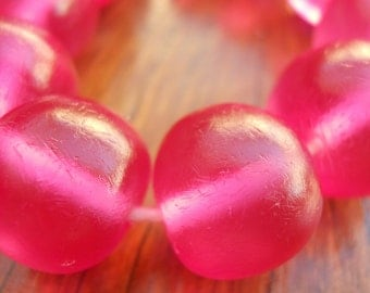 14mm resin ball beads 1 x whole strand of approx 30 in  hot pink