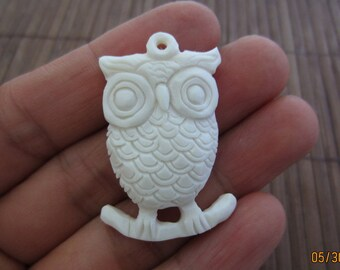 Intricate  carved Owl pendant  ,Ox bone carving, Jewelry making Supplies,S4044