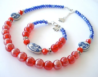 Red and blue necklace Delft blue Porcelain tulips. Dutch Necklace with tulips. Dutch Blue bracelet. Linnepin010.
