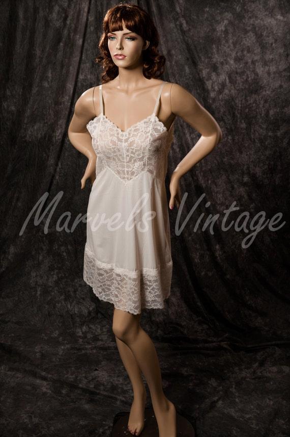 Vintage Vanity Fair Full Slip White Lace Size 36 Medium