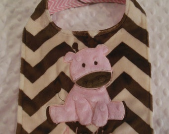 Pink and Brown Chevron Giraffe Bib/giraffe/giraffe bib/pink giraffe/girls giraffe bib/chevron bib/minky bib/personalized bib/baby shower