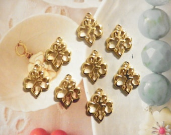 8 Goldplated 20mm Dancer in Hearts Charms