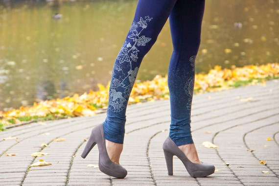 Autumn morning - navy blue leggings with greyish flower print