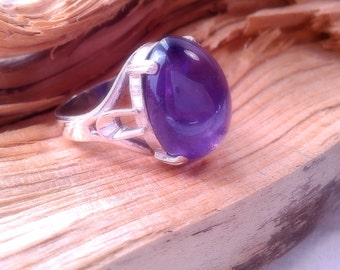 Vintage Natural Deep Purple Amethyst Cabochon & Sterling Silver Ring