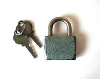 Vintage. Padlock. Lock and key (H139)