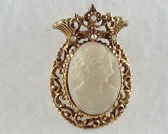 Vintage Gold Tone Florenza Cameo Brooch Pendant With Faux Pearls