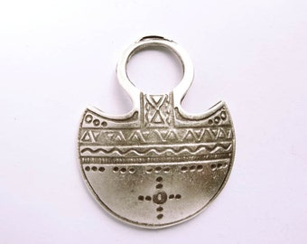 1 Antique Silver Moroccan Style Shield Pendant/Charm - 21-53-1