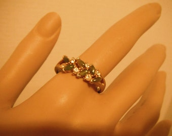 Vintage jade and rhinestones gold tone ring band
