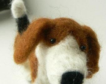 Needle felted Beagle dog miniature wool :)