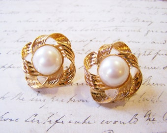 Vintage Designer Avon Gold Tone Faux Pearl Button Style Clip On Earrings / Gift for Her / L250