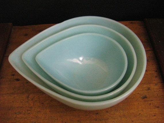 Items Similar To Vintage Fire King Teardrop Mixing Bowls