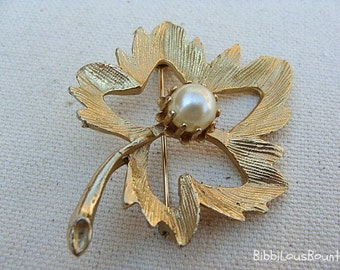 Vintage Brooch Maple Leaf Faux Pearl Gold Toned Pin