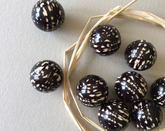 Vintage Mod Beads, Black & White Beads, Hand Painted Beads, Wood Beads 18mm, 2pcs
