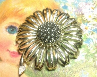 vintage costume jewelry brooch pin flower large