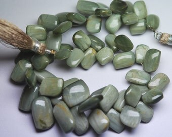 1/2 Inch Strand,Super Finest,GREEN Cats-eye Smooth Fancy Shape Briolette,8-13mm