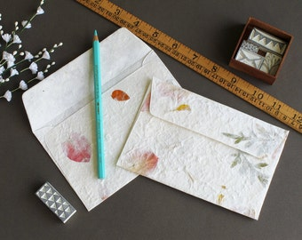 "Mulberry Paper Envelopes with petals and leaves embedded - Off-White (Set of 20) - Size: 4 1/8"" x 6 1/4"""