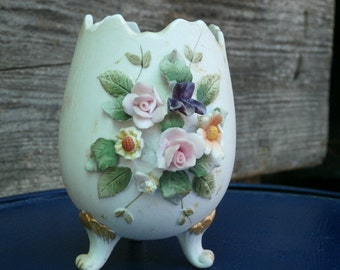 A Lefton Porcelain three footed Egg Vase for the Chabby Chic corner