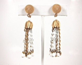 Vintage Crown Trifari Retro 1960s White And Gold Tassle Clip-On Earrings