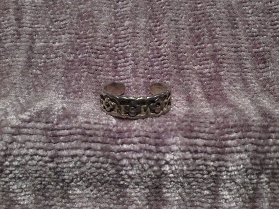 real silver toe ring with flowers unique crafted vintage