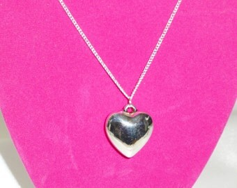 silver necklace heart pendant choice of chain lengths available in gift pouch