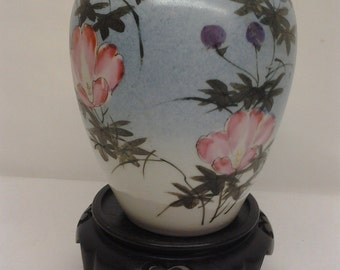 A superb finely painted and potted Japanese Taisho period (1912-1926) porcelain vase by Matsumura