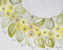 Well done vintage 1960s handmade embroidery chain-seam bone white linen table-cloth with yellow/ green flower circle motive