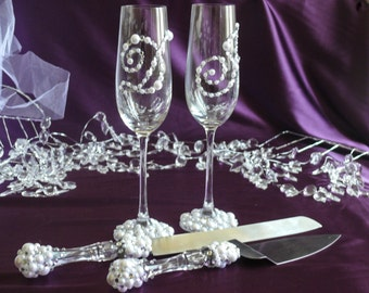 Pearl and Crystal Personalized Wedding Set Champagne Flutes, Personalized Unity Ceremony, Cake Server, Toasting Flutes, Engraved Cake Server