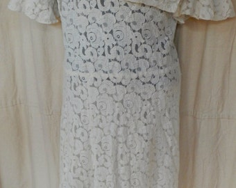 White cotton lace dress from the 20s,beautiful shape