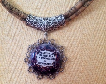 Beautiful necklace with phrase in Portuguese