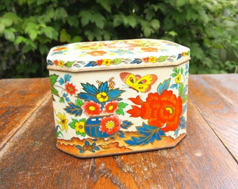 Vintage Hinged Tin Container - Floral Print Tin with Couple in Love - Shabby Chic Tin Box