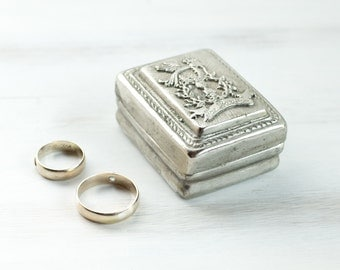 Vintage Silver Plated Jewelry Ring Bearer Hand Hammered Jewelry Sigil Ring Multifunctional Memory Box Engagement Jewelry Organizer ohtteam